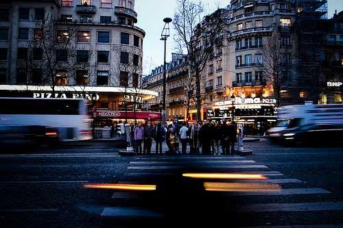 champs-elysees-traffic-paris